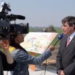 Minister Veerman bij informatiepaneel